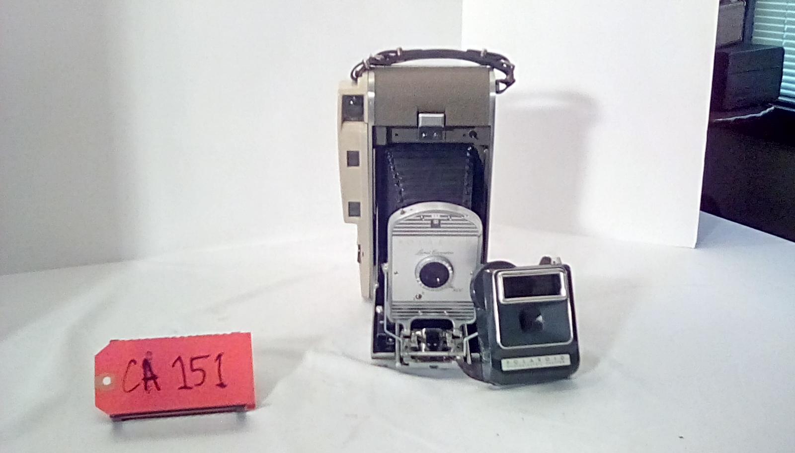 CA151 Polaroid Land camera, photo electric shutter, w/leather case