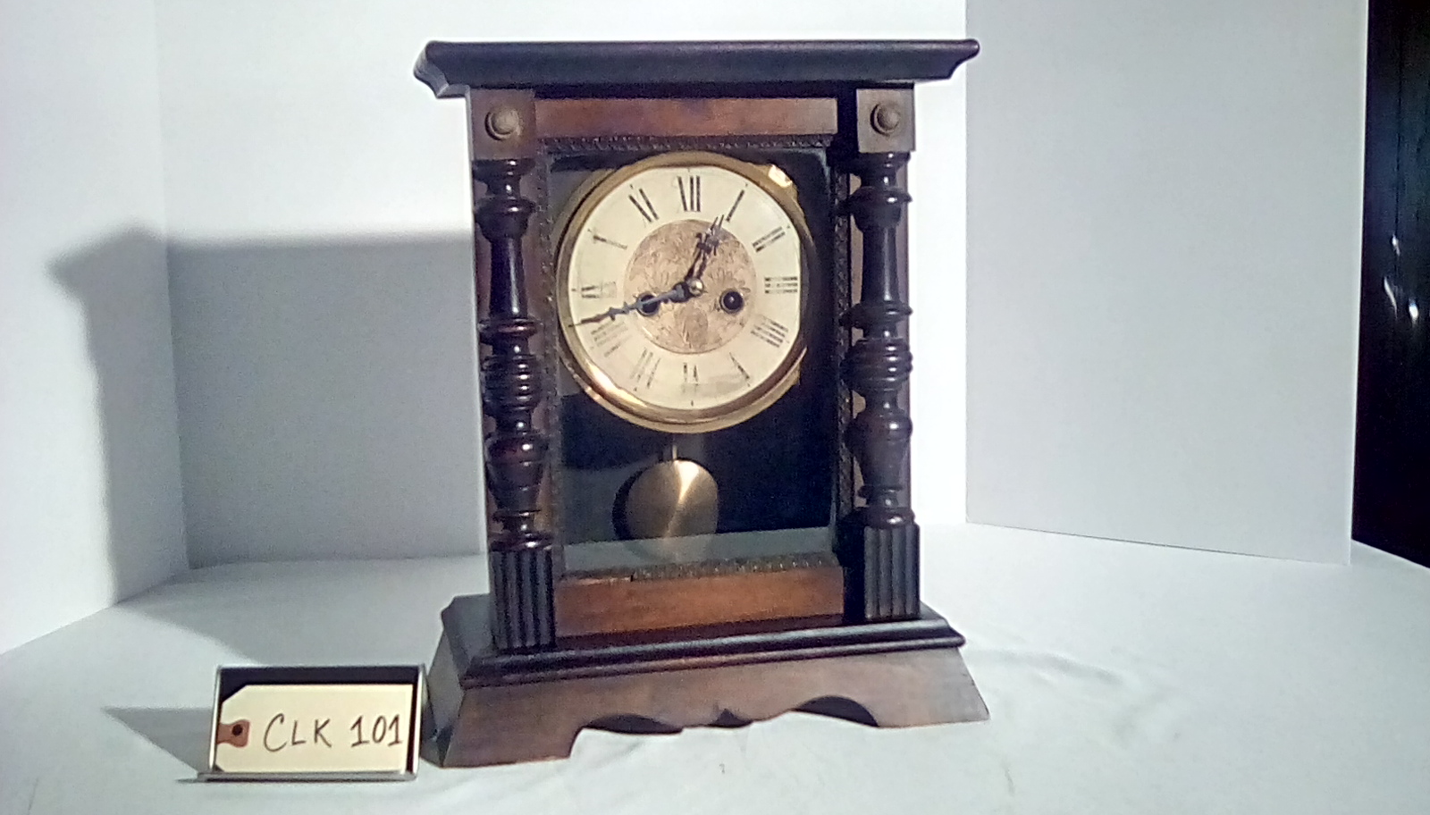 CLK101 wooden mantel clock w/pendulum