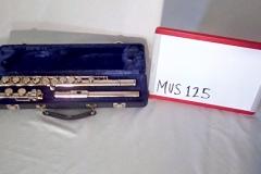 MUS125 flute in case (2 in stock)